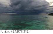 Flying over sea to thunderstorm on horizon, 4k. Стоковое видео, видеограф Михаил Коханчиков / Фотобанк Лори