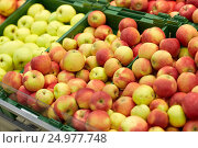 Купить «ripe apples at grocery store or market», фото № 24977748, снято 2 ноября 2016 г. (c) Syda Productions / Фотобанк Лори