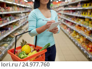 woman with food in shopping basket at supermarket. Стоковое фото, фотограф Syda Productions / Фотобанк Лори