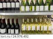 Купить «close up of bottles at liquor store», фото № 24978492, снято 2 ноября 2016 г. (c) Syda Productions / Фотобанк Лори