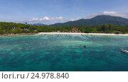 Aerial view on tropical Ko Lipe island in Thailand. Стоковое видео, видеограф Михаил Коханчиков / Фотобанк Лори