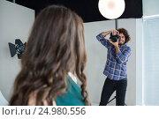 Female model posing for a photoshoot. Стоковое фото, агентство Wavebreak Media / Фотобанк Лори