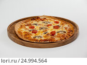Купить «Delicious italian pizza served on pizza tray», фото № 24994564, снято 30 сентября 2016 г. (c) Wavebreak Media / Фотобанк Лори