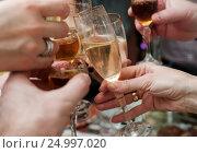 Купить «Рюмки со спиртными напитками в мужских и женских руках», эксклюзивное фото № 24997020, снято 1 января 2017 г. (c) Игорь Низов / Фотобанк Лори
