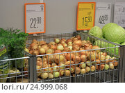Купить «Овощи в магазине», эксклюзивное фото № 24999068, снято 28 января 2017 г. (c) Яна Королёва / Фотобанк Лори