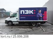 Купить «Грузовик транспортной компании ПЭК», фото № 25006208, снято 28 января 2017 г. (c) Кекяляйнен Андрей / Фотобанк Лори
