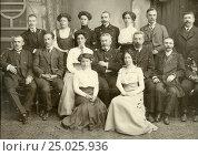 Купить «Семейное фото (1906)», эксклюзивное фото № 25025936, снято 21 января 2020 г. (c) Михаил Ворожцов / Фотобанк Лори