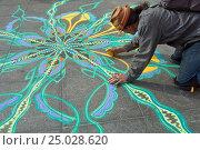 Песочный художник. Крупный план. New York Washington Sguare Park. (2016 год). Редакционное фото, фотограф Краснощеков Сергей / Фотобанк Лори