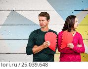 Купить «Sad couple holding broken heart», фото № 25039648, снято 20 ноября 2018 г. (c) Wavebreak Media / Фотобанк Лори