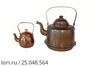 Купить «Pair of old fashioned copper kettles isolated on white background», фото № 25048564, снято 10 января 2017 г. (c) Михаил Кочиев / Фотобанк Лори