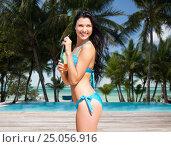 Купить «woman in bikini with bottle of drink on beach», фото № 25056916, снято 11 июля 2013 г. (c) Syda Productions / Фотобанк Лори