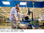 Купить «couple buying food at grocery store cash register», фото № 25057108, снято 21 октября 2016 г. (c) Syda Productions / Фотобанк Лори