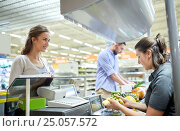 Купить «couple buying food at grocery store cash register», фото № 25057572, снято 21 октября 2016 г. (c) Syda Productions / Фотобанк Лори