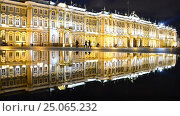 St Petersburg Palace Square Hermitage In Reflection (2016 год). Редакционное видео, видеограф Владимир Ковальчук / Фотобанк Лори