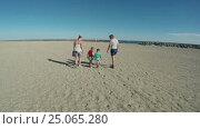 Купить «Children collect seashells near the seashore», видеоролик № 25065280, снято 12 сентября 2016 г. (c) Дебалюк Александр Владимирович / Фотобанк Лори