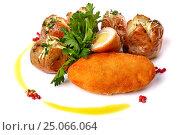 Купить «Chicken Kiev with potatoes and parsley», фото № 25066064, снято 15 января 2017 г. (c) Art Konovalov / Фотобанк Лори