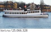 Купить «Tour boat in Stockholm, Sweden», видеоролик № 25066328, снято 26 декабря 2016 г. (c) Stockphoto / Фотобанк Лори