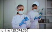 Купить «female nurse ready to make injection», видеоролик № 25074760, снято 9 января 2017 г. (c) Яков Филимонов / Фотобанк Лори