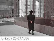 Хасид прогуливается по улицам Нью Йорка (2016 год). Редакционное фото, фотограф Краснощеков Сергей / Фотобанк Лори