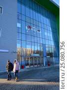 Купить «Наземный павильон пешеходного моста станции «Зорге» Московского центрального кольца (МЦК). Хорошевский район. Москва», эксклюзивное фото № 25080756, снято 5 февраля 2017 г. (c) lana1501 / Фотобанк Лори