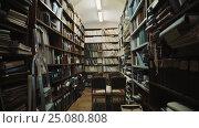 Fluorescent bulbs lights up in old style library interior. Books and folders. Стоковое видео, видеограф Александр Багно / Фотобанк Лори