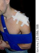 Послеоперационная повязка на плече. Стоковое фото, фотограф Кохан Пётр / Фотобанк Лори