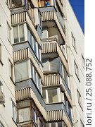 Купить «Шестнадцатиэтажный двухподъездный панельный жилой дом серии П-3, построен в 1977 году. Егерская улица, 1. Район Сокольники. Москва», эксклюзивное фото № 25088752, снято 6 февраля 2017 г. (c) lana1501 / Фотобанк Лори