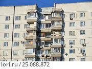 Купить «Шестнадцатиэтажный двухподъездный панельный жилой дом серии П-3, построен в 1977 году. Егерская улица, 1. Район Сокольники. Москва», эксклюзивное фото № 25088872, снято 6 февраля 2017 г. (c) lana1501 / Фотобанк Лори
