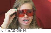 Procedure of teeth whitening. Стоковое видео, видеограф worker / Фотобанк Лори