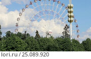 Купить «Ferris Wheel. VDNKh (All-Russia Exhibition Centre) is a permanent general-purpose trade show in Moscow, Russia», видеоролик № 25089920, снято 8 февраля 2017 г. (c) Владимир Журавлев / Фотобанк Лори