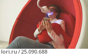 Woman client sitting in chair during whitening. Стоковое видео, видеограф worker / Фотобанк Лори
