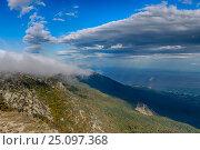 Купить «Воздушные потоки в крымских горах, море вдали», эксклюзивное фото № 25097368, снято 27 сентября 2013 г. (c) Яна Королёва / Фотобанк Лори