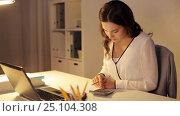 Купить «woman with calculator and papers at night office», видеоролик № 25104308, снято 16 декабря 2016 г. (c) Syda Productions / Фотобанк Лори