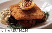 Купить «close up of fish salad with roasted lemon on plate», видеоролик № 25116216, снято 17 января 2017 г. (c) Syda Productions / Фотобанк Лори