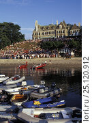 Купить «Tenders moored in the foreground, as crowds watch from the New York Yacht Club's (NYYC) clubhouse, Harbour Court, on Newport Harbour, Rhode Island.», фото № 25120912, снято 23 июля 2018 г. (c) Nature Picture Library / Фотобанк Лори