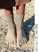 Купить «Close-up of traditional Himba woman foot ornaments - 'Omohanga', a 21 strand layered anklet made with metal beads, indicating if she is married and has...», фото № 25140488, снято 22 мая 2019 г. (c) Nature Picture Library / Фотобанк Лори