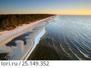 Aerial view of sandy beach, Kauki on the north coast of Lake Peipsi, Ida-Virumaa, Estonia, November 2014. Стоковое фото, фотограф Sven Zacek / Nature Picture Library / Фотобанк Лори
