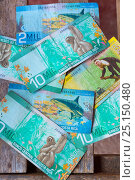 Купить «Banknotes of Costa Rica showing illustrations of Costa Rican animals including Sloths, Capuchins and Sharks.  December 2014.», фото № 25150480, снято 21 сентября 2019 г. (c) Nature Picture Library / Фотобанк Лори