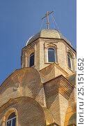 Церковь с золотыми куполами. Стоковое фото, фотограф Рафаэль Тутунчиев / Фотобанк Лори