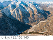 Купить «Mountainous landscape with East Sayan and Shumak river, Siberia, Russia, October 2010.», фото № 25155140, снято 12 октября 2018 г. (c) Nature Picture Library / Фотобанк Лори