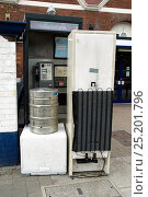 Купить «Fly tipping - old household appliances and other scrap metal suitable for recycling blocking the entrance to a public telephone box outside Drayton Park...», фото № 25201796, снято 23 апреля 2018 г. (c) Nature Picture Library / Фотобанк Лори