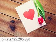 Купить «close up of flowers and greeting card with heart», фото № 25205880, снято 27 января 2016 г. (c) Syda Productions / Фотобанк Лори