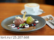 Купить «chocolate ice cream dessert on plate at restaurant», фото № 25207668, снято 16 января 2017 г. (c) Syda Productions / Фотобанк Лори