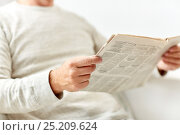 Купить «close up of senior man reading newspaper», фото № 25209624, снято 7 июля 2016 г. (c) Syda Productions / Фотобанк Лори