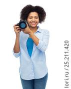Купить «happy afro american woman with digital camera», фото № 25211420, снято 17 декабря 2016 г. (c) Syda Productions / Фотобанк Лори