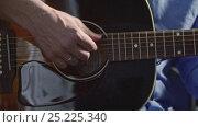 Купить «Male hands playing guitar», видеоролик № 25225340, снято 23 сентября 2018 г. (c) Raev Denis / Фотобанк Лори