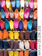 Купить «Soft leather Moroccan slippers in the Souk, Medina, Marrakech, Morocco, 2011», фото № 25236232, снято 20 августа 2018 г. (c) Nature Picture Library / Фотобанк Лори