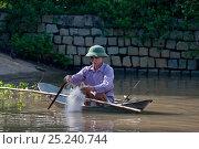 Купить «Man in tiny fishing boat with net, Phan Thiet, Vietnam.», фото № 25240744, снято 25 мая 2018 г. (c) Nature Picture Library / Фотобанк Лори