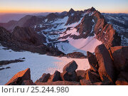 Купить «Sunrise over the impressive Palisades view from Mount Agassiz, John Muir Wilderness, the two most prominent peaks are Mount Sill and North Palisade, below...», фото № 25244980, снято 21 января 2018 г. (c) Nature Picture Library / Фотобанк Лори