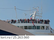 Купить «Passengers observing civil send-off from cruise liner 'Ocean Countess', the first cruise ship to start and finish a cruise from the Liverpool waterfront...», фото № 25263060, снято 17 августа 2018 г. (c) Nature Picture Library / Фотобанк Лори